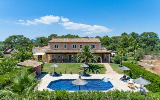 Exclusiva finca cerca de PORTO PETRO y CALA D'OR - Inmobiliaria en Mallorca